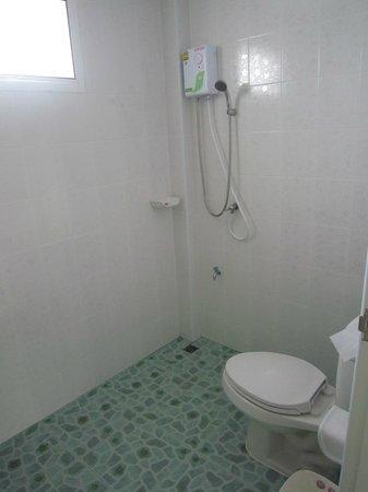 Grandma Kaew House : Pristine Bathroom