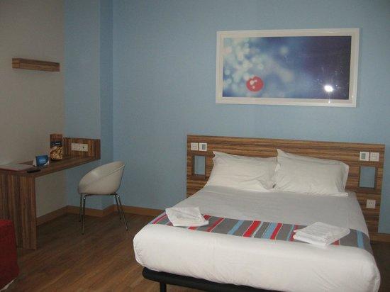 Travelodge Madrid Alcala : Комната