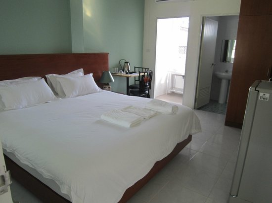 Grandma Kaew House : Large, Clean Room