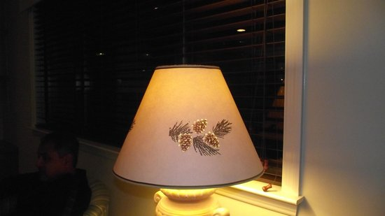 Laurel Crest : cute lampshade with small holes that let the light through