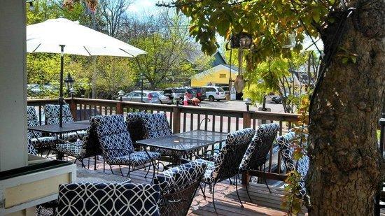 Olive's Restaurant & Bar: Cozy Patio