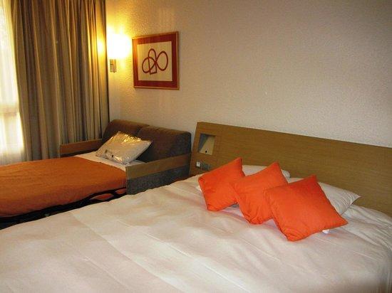 Hotel Novotel Aix en Provence Pont de L'arc Fenouilleres: номер