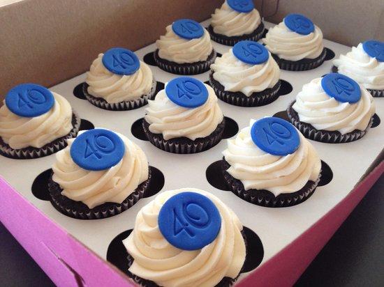 Bedford Cupcakes: Custom order cupcakes