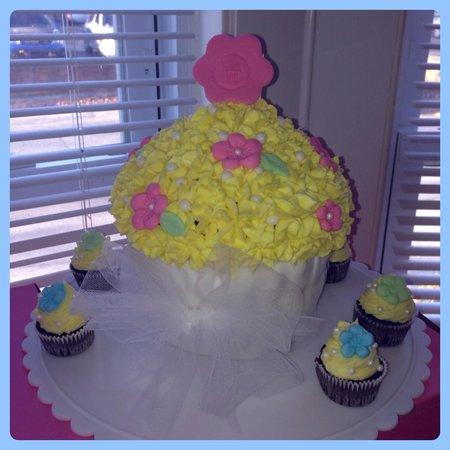 Bedford Cupcakes: Giant cupcake (custom order)