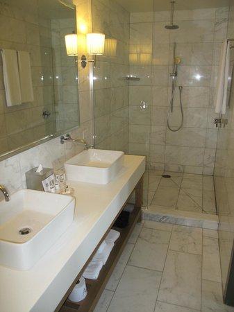Andaz Napa: Bathroom