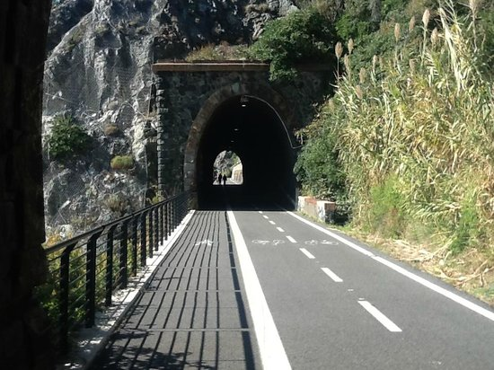 Biking Trails Levanto - Framura : Tunnels