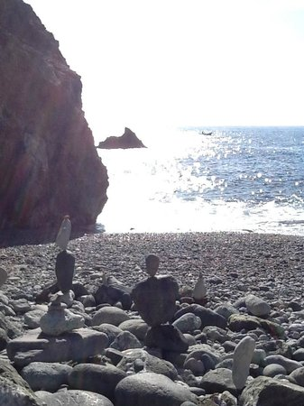 Biking Trails Levanto - Framura : Rock balancing in one of the coves on the way