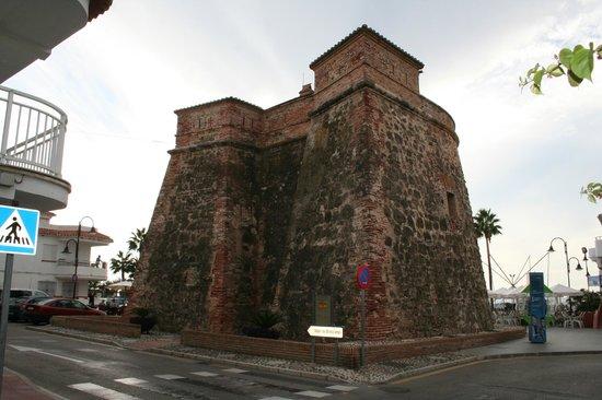 VIK Gran Hotel Costa del Sol: Das nahe liegende Fort bei Tag