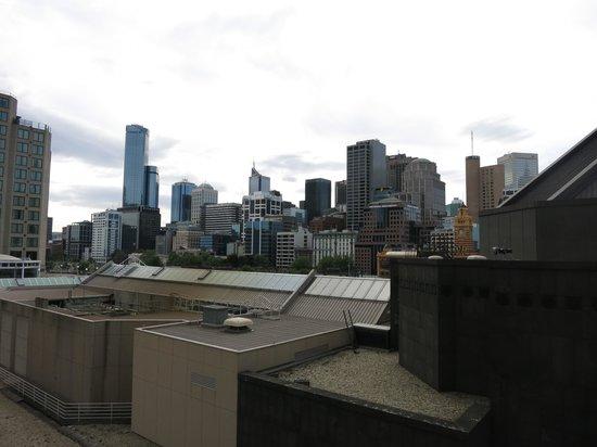 Quay West Suites Melbourne: QUAY WEST MELBOURNE: View from 9th Floor Suite