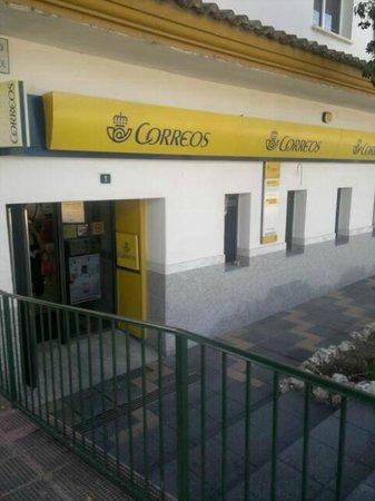VIK Gran Hotel Costa del Sol: Die örtliche Post,noch in Sichtweite des Hotels (50m).