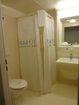 Park Inn by Radisson Reykjavik Keflavik Airport: バスルーム。アメニティーはシャンプーのみ