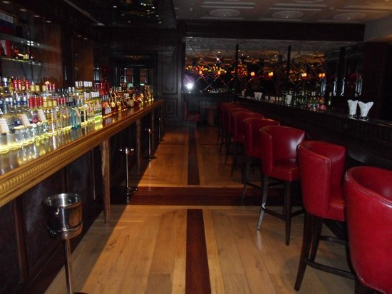 Shangri-La Hotel Manzhouli: бар-ресторан на 1 этаже