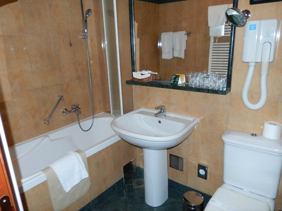 Hotel Globo: Bathroom