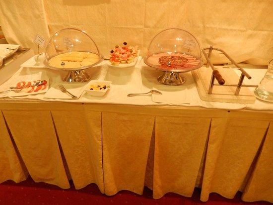 Hotel Globo: Breakfast