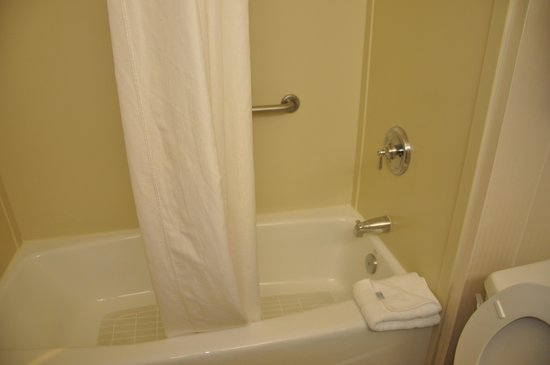 Wingate by Wyndham Mooresville: Clean bathroom