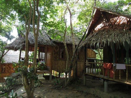 Phuphaya Seaview Resort: Bamboo houses