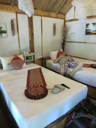 Phuphaya Seaview Resort: The room