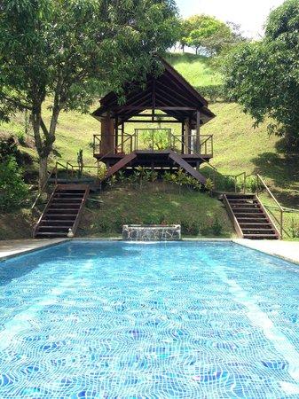 Vista Guapa Surf Camp : Pool & Practice Bungalow