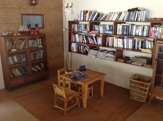 Sea Scene Resort: children corner and books!