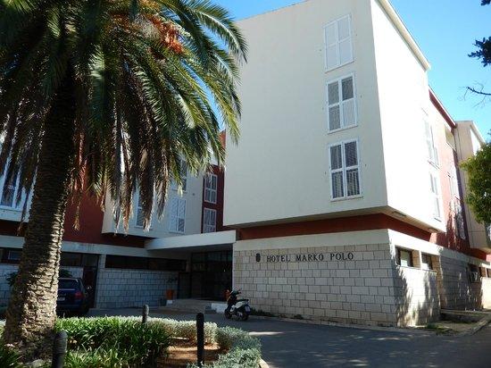 Marko Polo Hotel: Front entrance