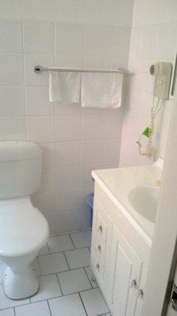 BEST WESTERN Parkside Motor Inn : Clean bathroom