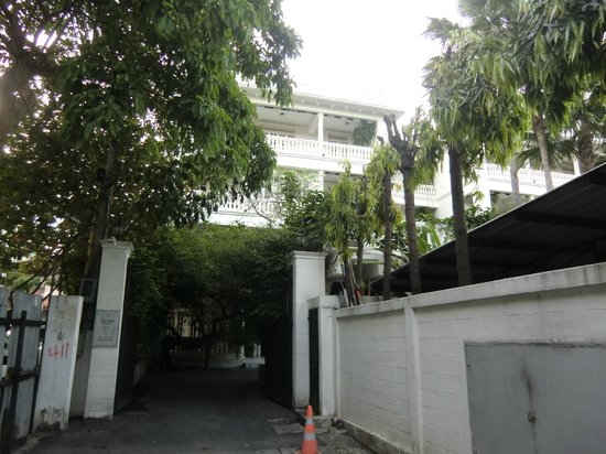 The Cabochon Hotel: from outside