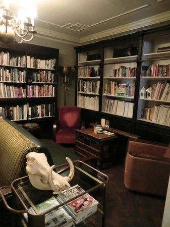 The Cabochon Hotel: Libary
