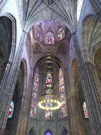 Guadalajara, Messico: Boveda y vitrales del templo expiatorio. Una construcción de estilo gotico.