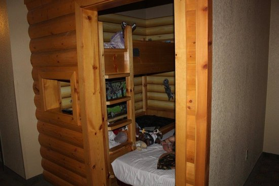 Great Wolf Lodge Grapevine : Actual view of Cabin with roll-away squeezed in