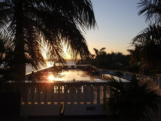 DoubleTree by Hilton Dar es Salaam-Oysterbay: Zona de terrasa