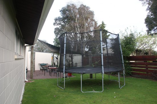Tourist Court Motel : Trampoline