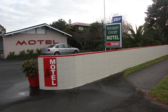 Tourist Court Motel : From the road