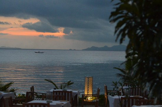 Mai Samui Resort & Spa : The view West from the beachside dinning area and cocktail bar.