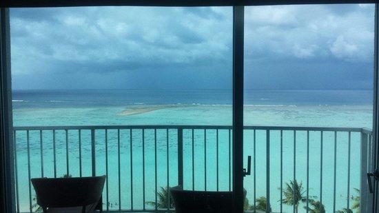 Fiesta Resort Guam: 部屋から臨む生みの景色。まるで絵に描いたような絶景ですが