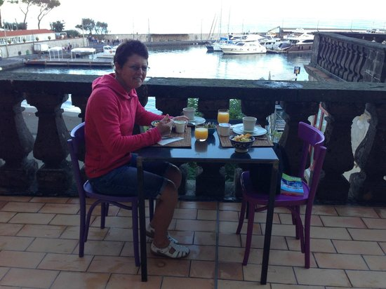 Marina Piccola 73: Breakfast