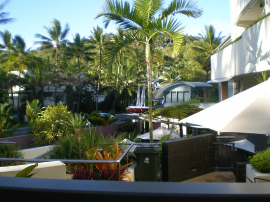 Peninsula Boutique Hotel: Loads of lounge areas with different views and privacy