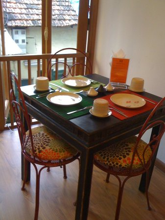 Maison d'Orient: Breakfast table