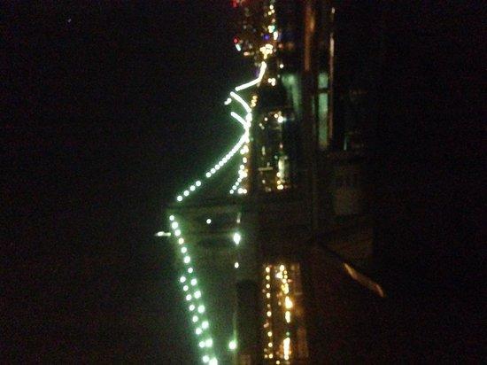 BEST WESTERN PLUS Seaport Inn Downtown: Vista nocturna desde la habitación.