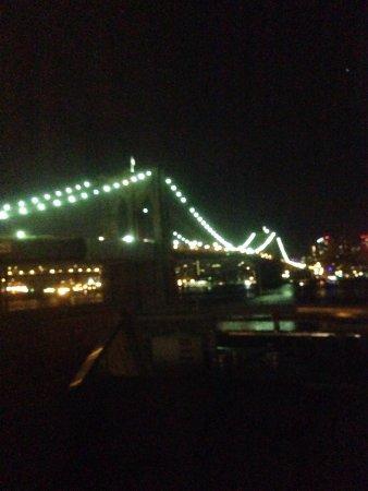 BEST WESTERN PLUS Seaport Inn Downtown : Vista nocturna desde la habitación.