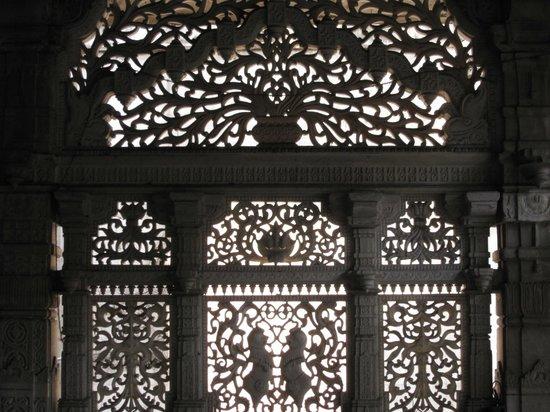 Chor Bazaar, Mohammed Ali Rd - Bombay's oldest Jain Temple!