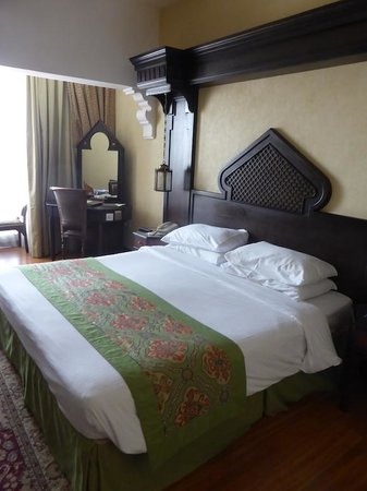 Arabian Courtyard Hotel & Spa: Spacious and elegant rooms