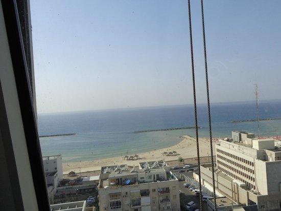 Metropolitan Hotel : Вид из номера 14 этажа