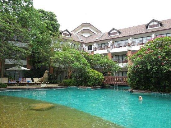 Woodlands Hotel & Resort : Бассейн отеля