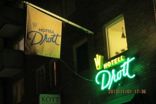 Hotel Drott: Sign outside