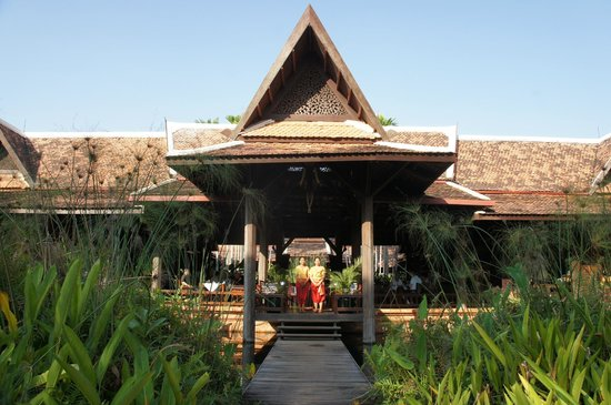 Angkor Village Resort : Khmer architecture...no concrete & glass