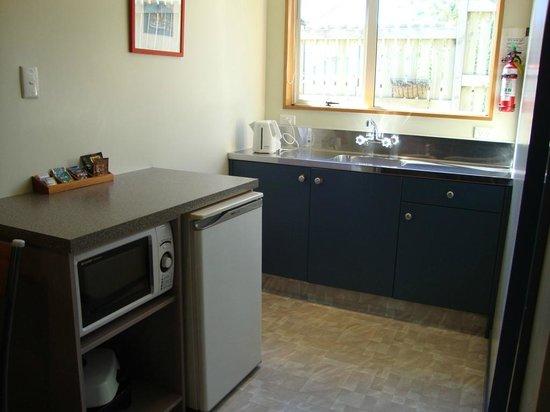 Admiral Court Motel: the kitchen