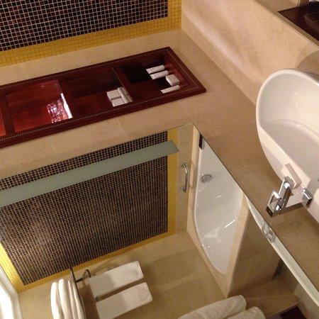 Kempinski Hotel Cathedral Square: Bathroom