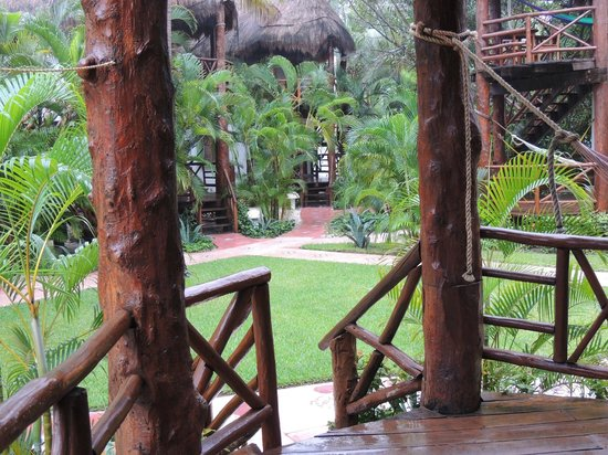 Mahekal Beach Resort: garden-vie from terrasse