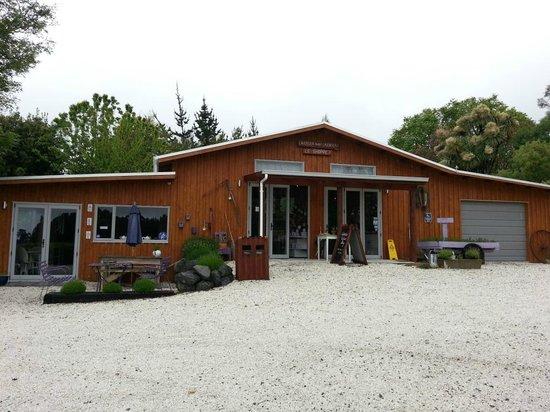 Lavendyl Lavender Farm: The shop outside
