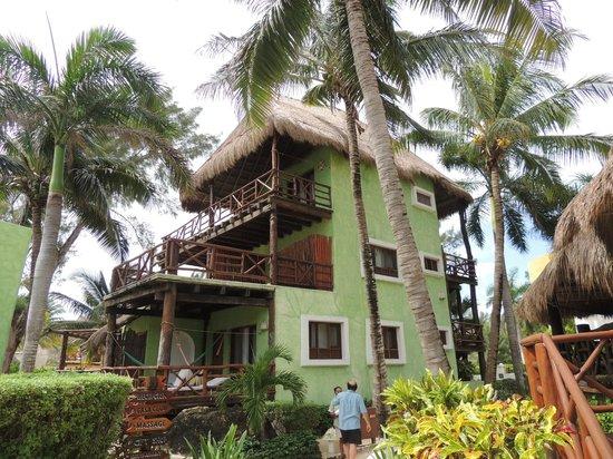 Mahekal Beach Resort: sea-view rooms located near pool/restaurant